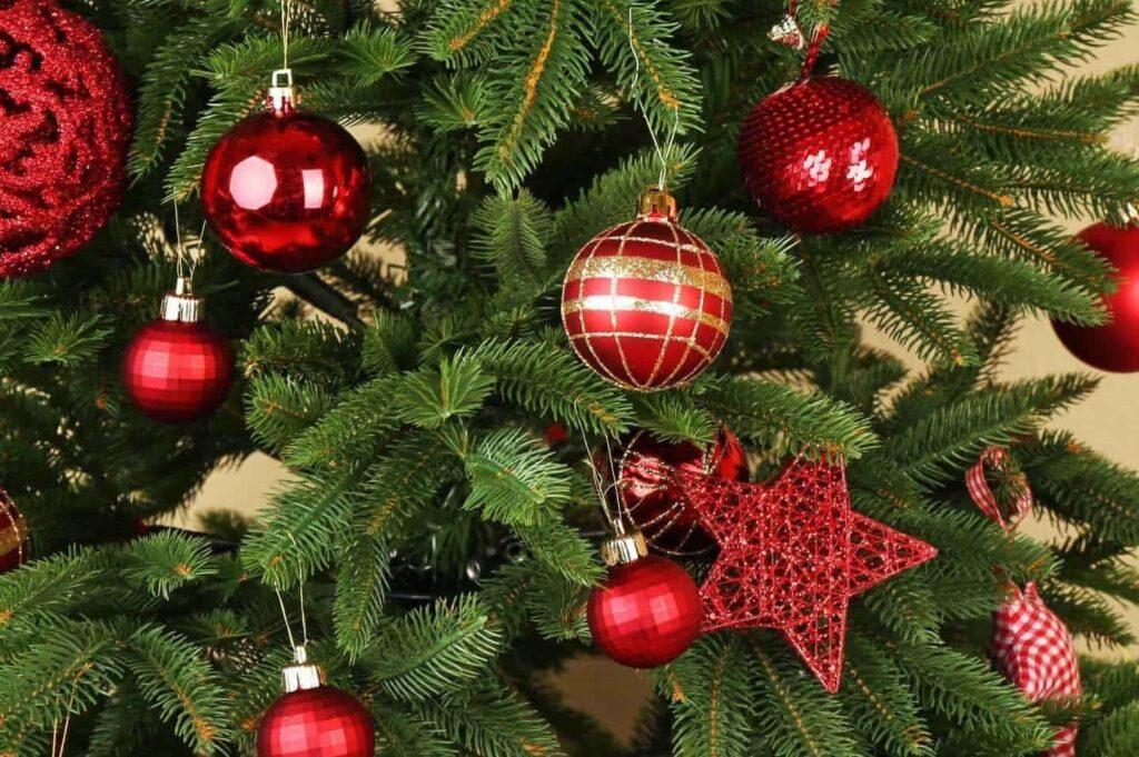 christmas-tree-2800x1440